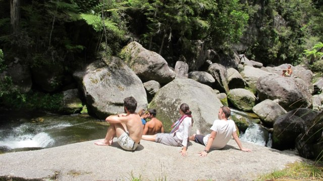 Descansando en unas piletas que se formaban en una cascada
